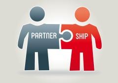 Partnership Concept . Zwei Figuren aus Puzzleteilen zusammengesetzt